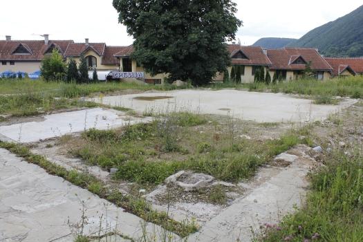 Mjesto na kojem je bila Kizlar-agina džamija; najvažniji i najstarjiji gradski objekat  - spomenku kulture pod zaštitom države, srušile su sropske vlasti barbarskom rukom srpskih minera; i ovaj sakralni objelad dužni su obnoviti rušitelji, ali to za sada niko ne traži