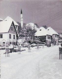 Pogled na Kizlar-aginu džamiju iz Donje Mahale, zimi, šezdestih godina prošlog stoljeća
