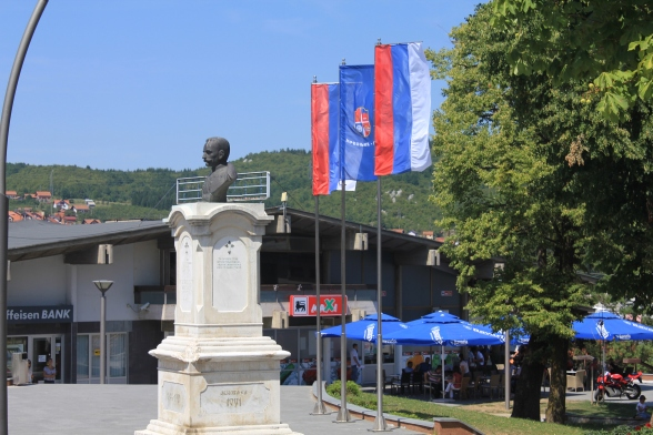 Spomenik kralju Petru - podignut na Kolobari, na vakufskoj zemlji