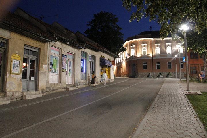 grad noću općina